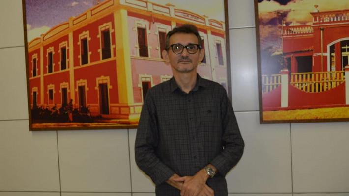 Dilson Lages Monteiro é o autor de O morro da casa-grande
