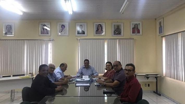 Diretoria da APL em reunião informal no Conselho Estadual de Educação