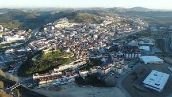 Torres Vedras, terra natal do biografado (imagem colhida da Internet).
