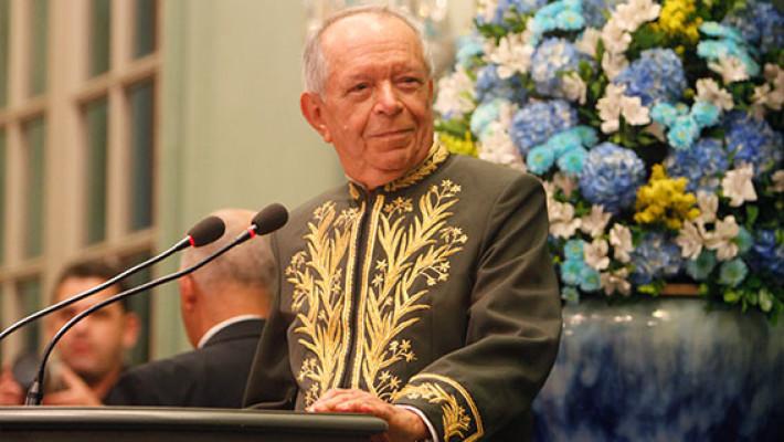 Antônio Torres em discurso na Academia Brasileira de Letras