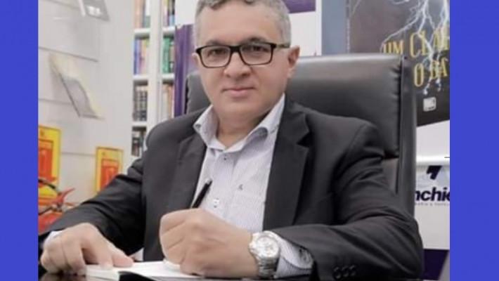 Dr. João Luiz Rocha Nascimento, autor de Um clarão dentro da noite