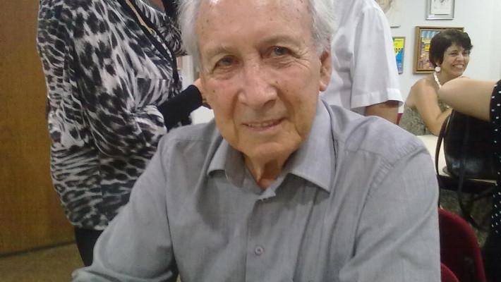 Poeta gaúcho. Professor fundador da Universidade de Brasília.