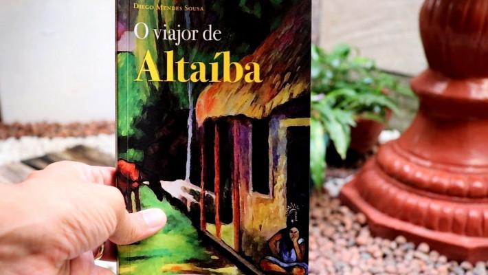 """Capa de """"O Viajor de Altaíba"""". Registro fotográfico de Sander Brown."""