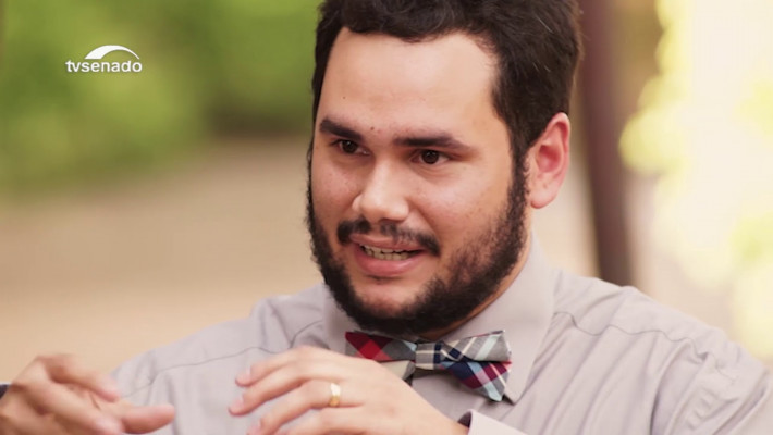 Poeta Diego Mendes Sousa, filho da Parnaíba, nascido em 1989.