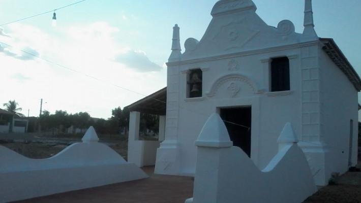 Igreja de Nossa Senhora da Conceicão em Itans, distrito do município de Itapiúna, Ceará, em registro do autor.